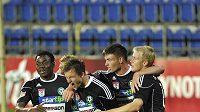 Radost hráčů Příbrami po třetím gólu proti Slovácku.