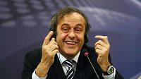 Prosadí šéf UEFA Michel Platini (na snímku) se Seppem Blatterem revoluční změny?