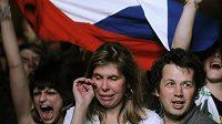 Utkání s Rusy sledovali v neděli večer fanoušci i na velkoplošné obrazovce na Staroměstském náměstí v Praze.
