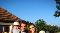 Spokojená rodina. David Lafata s manželkou Kamilou, dcerou Vandou a synem Toníkem.