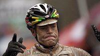Záběr na australského vítěze sobotní etapy Giro d'Italia Cadela Evanse z Austrálie dokumentuje, jaké podmínky na trati panovaly.