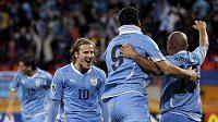 Uspějí fotbalisté Uruguaye v čele s Diegem Forlánem proti antifotbalu Paraguaye?