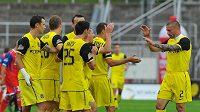Fotbalisté Sparty oslavují druhý gól v síti Brna. Nakonec jich na jihu Moravy nastříleli pět.