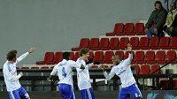 Hráči Lausanne se radují z vyrovnávacího gólu.