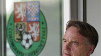 Šéf olomouckého fotbalového klubu Jaromír Gajda odchází z jednání disciplinární komise ČMFS.