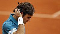 Zklamaný Roger Federer během čtvrtfinále se Söderlingem