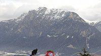 Lukáš Bauer bojuje se sjezdovkou Alpe Cermis v závěrečné etapě Tour de Ski.