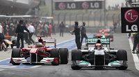 Od roku 2014 budou formule 1 v boxech jezdit na elektřinu.