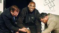 Basketbalista Kobe Bryant u chodníku slávy v Los Angeles