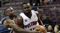 Basketbalista Detroitu Pistons Will Bynum (vpravo) - ilustrační foto.