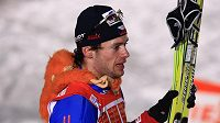 Lyžař Dušan Kožíšek s opičkou Kájou po finálovém sprintu Tour de Ski v Praze na Strahově