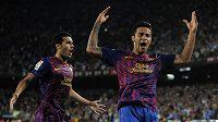 Thiago Alcantara (vpravo) z Barcelony se raduje z branky.