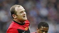 Wayne Rooney oslavuje gól proti Aston Ville ve finále Ligového poháru.