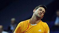 Srbský tenista Novak Djokovič během zápasu s Radkem Štěpánkem na turnaji v Basileji.