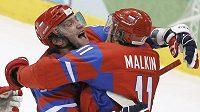 Ovečkin a Malkin se radují z gólu v české síti.
