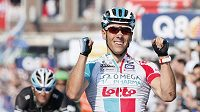 Philippe Gilbert se raduje z triumfu v závodě Lutych-Bastogne-Lutych.