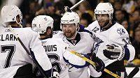 Hokejisté Tampy Bay se radují z branky proti Bostonu.