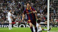 Lionel Messi oslavuje gól do sítě Realu v semifinále Ligy mistrů.