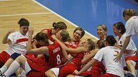 Šťastné basketbalistky České republiky po výhře ve čtvrtfinále MS