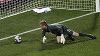 Brankář Anglie Robert Green inkasuje gól v utkání proti USA během zápasu MS v Jihoafrické republice.