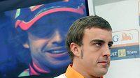 Pilot formule 1 Fernando Alonso při návštěvě Prahy.