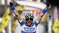 Belgický cyklista Wouter Weylandt oslavuje triumf ve třetí etapě Gira d'Italia.