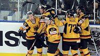 Hokejisté Německa oslavují branku do sítě USA