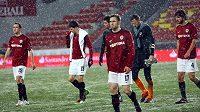 Zklamaní hráči Sparty po středečním vyřazení Kodaní z Evropské ligy.