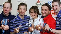 Olympijští medailisté (zleva) Bauer, Koukal, Sáblíková, Magál, Jakš