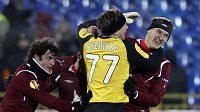 Fotbalisté Rubinu Kazaň oslavují branku proti Hapoelu Tel Aviv v utkání Evropské ligy.