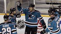 Žraloci slaví gól do sítě Detroitu.