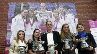 Zápozuje letos znovu český tým s replikami trofejí pro vítěze Fed Cupu?