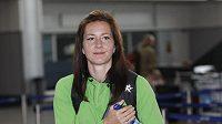 Denisa Rosolová při odletu české atletické výpravy na MS v Tegu.