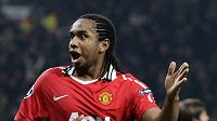 Anderson z Manchesteru United se raduje z branky.