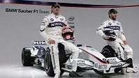 Jezdci Robert Kubica z Polska (vlevo) a Němec Nick Heidfeld (vpravo) si budou muset hledat v příští sezóně nové angažmá. BMW totiž ve F1 končí.