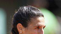 Francouzská tenistka Virginie Razzanová během utkání s Gajdošovou