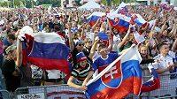 Slovenští fotbaloví fanoušci v Bratislavě.