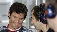 Mark Webber (vlevo) mohl být po tréninku spokojen.