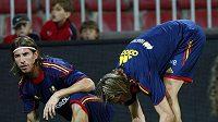 Španělé Sergio Ramos (vlevo) a Fernando Torres na tréninku