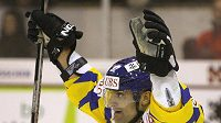 Paolo Duca z Davosu se raduje z vítězného třetího gólu v utkání s Minskem.