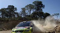 Finský pilot Mikko Hirvonen se svým Ford Focus během Akropolis rallye