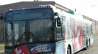 Podoba autobusu na hokejovém mistrovství světa na Slovensku, které proběhne příští rok v Bratislavě a Košicích.