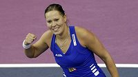 Česká fedcupová reprezentantka Lucie Hradecká se raduje z vítězství nad Němkou Andreou Petkovičovou.