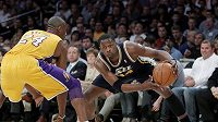 Ani megastar Lakers Kobe Bryant (vlevo) výhře Utahu nezabránil.