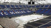 Ledová plocha na hřišti Schalke.
