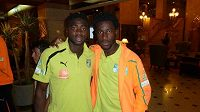 Bývalý útočník Sparty Bony Wilfried (vpravo) a Kolo Touré na srazu týmu Pobřeží slonoviny.