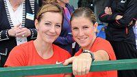 České atletky Denisa Rosolová (vlevo) a Zuzana Hejnová.