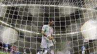 Italský brankář Gianluigi Buffon po inkasované brance v utkání s Paraguayí.