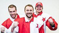 Hokejoví patroni fotbalové Slavie - zleva Michal Vondrka, Petr Kadlec a Miroslav Kopřiva.