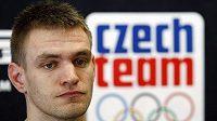 Český olympionik Ondřej Synek představil nové oblečení pro český tým.